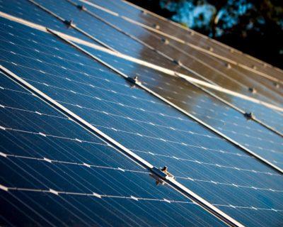 tejado-paneles-energa-solar-metal